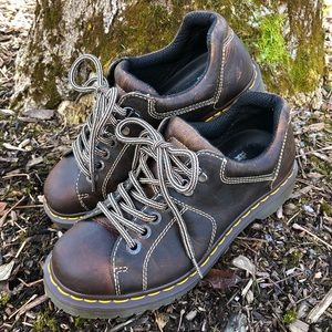 Women 9 Dr Martens AW004 brown ankle boots oxford